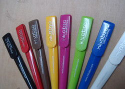 カラーバリエーション豊富なボールペン
