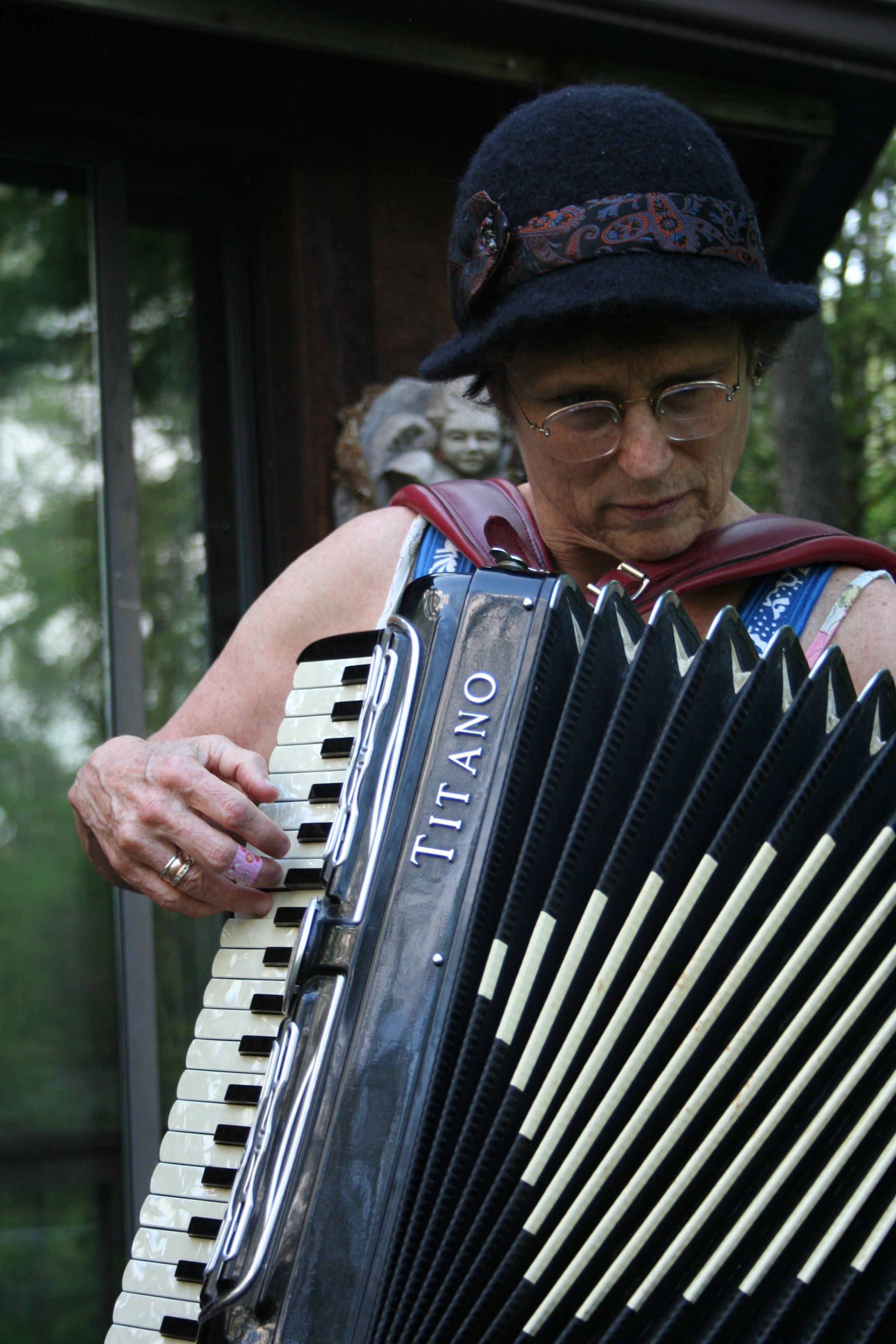 clandestine accordion playing