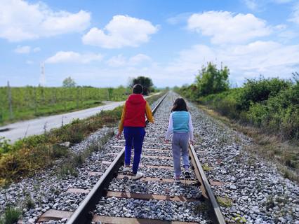 """""""Όλα είναι δρόμος"""": αναζητώντας τις ρωγμές του χρόνου"""