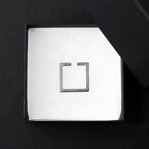 《amatanal》四角形ブラックイヤーカフ
