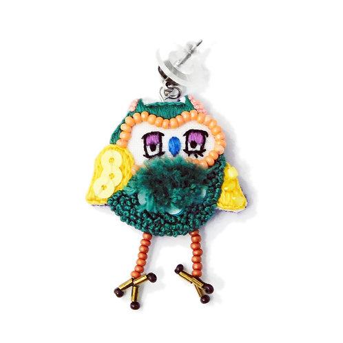 《OKEIKO》手刺繍フクロウピアス/イヤリング※片耳
