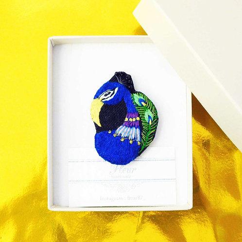 《fleur》手刺繍の孔雀ブローチ