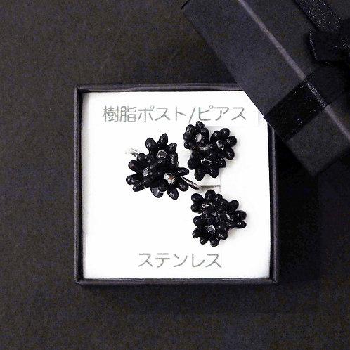 《ameiro》アレルギー対応黒いお花ピアス/イヤリングとリングのセット