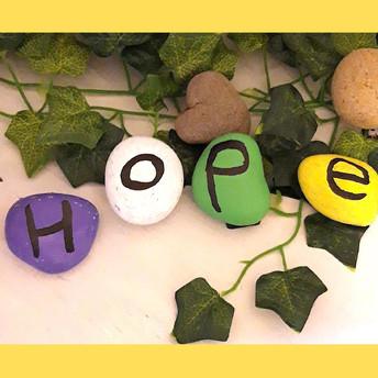 Hope Pebbles / Cerrig Gobaith by/gan P