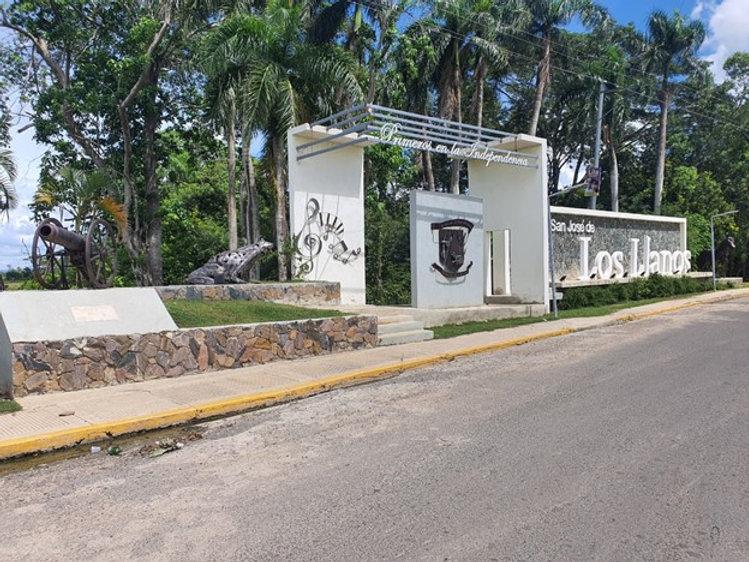 Entrada Los Llanos.jpg