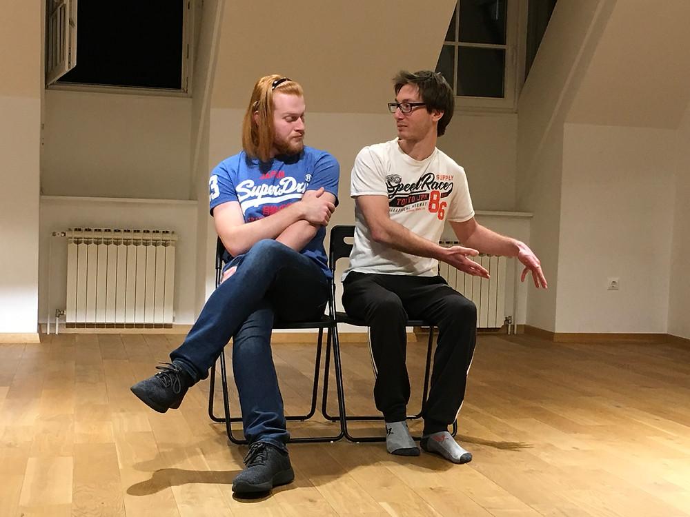 Kevin i Kiki rade improvizaciju temeljenu na likovimas koje su kreirali procesom karakternih improvizacija.