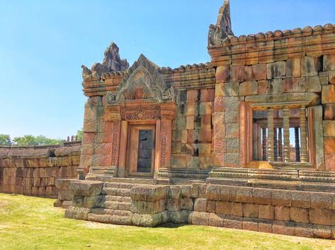 porte d'entrée du Temple du prasat mueng tam en Isan