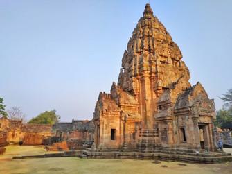 vue sur un temple Khmer en Isan
