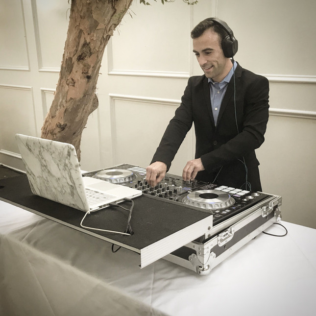 DJ Robbie Fox - DJ Aaron Free at a Wedding in Temecula California. The Los Angeles Based DJ is a Co-Owner of BLVD ENT. Providing DJs, Photo Booths, Lighting and Video services in Los Angles and Orange County.
