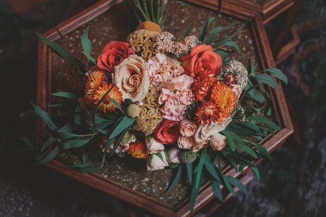 flowersss grassroom wedding.jpg