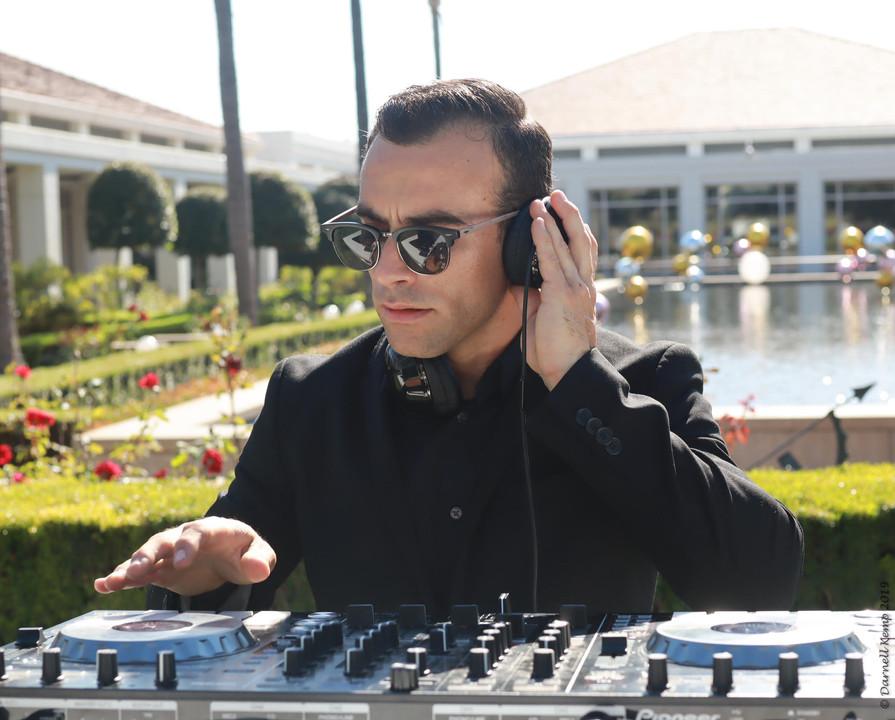 DJ Robbie Fox - BLVD ENT - Los Angeles Wedding DJ. OC Wedding DJ