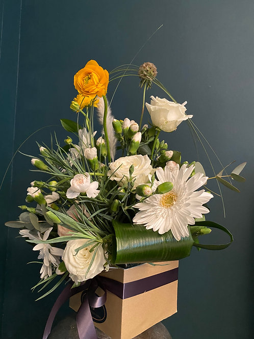 Weekly Bouquet - Roses, gerberas and persian buttercuo