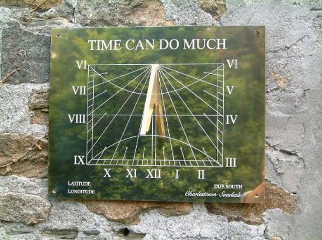 Sundial with infill