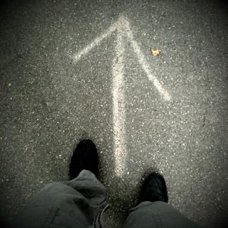 Bastien Pons minimalist photography arrow feet