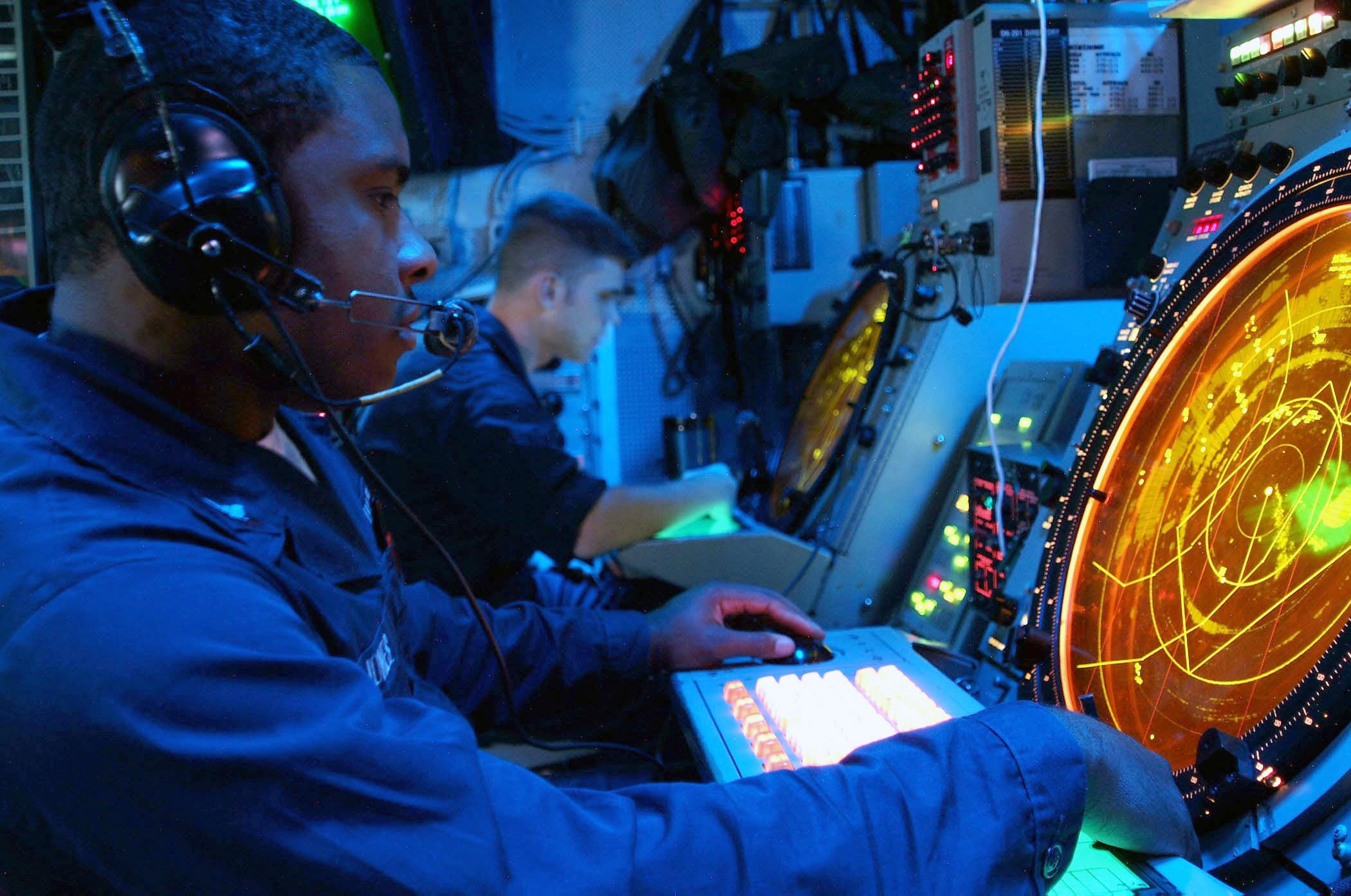 US_Navy_020923-N-8590G-001_Air_Traffic_Controller_2nd_Class_John_J._Jones_monitors_the_AN-SPN-43_Pre