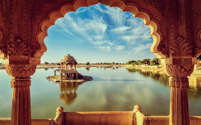 Gadisar-Lake-in-Rajasthan.