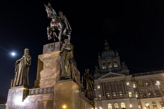Prague - musée national (Národní muzeum) et statue de Venceslas
