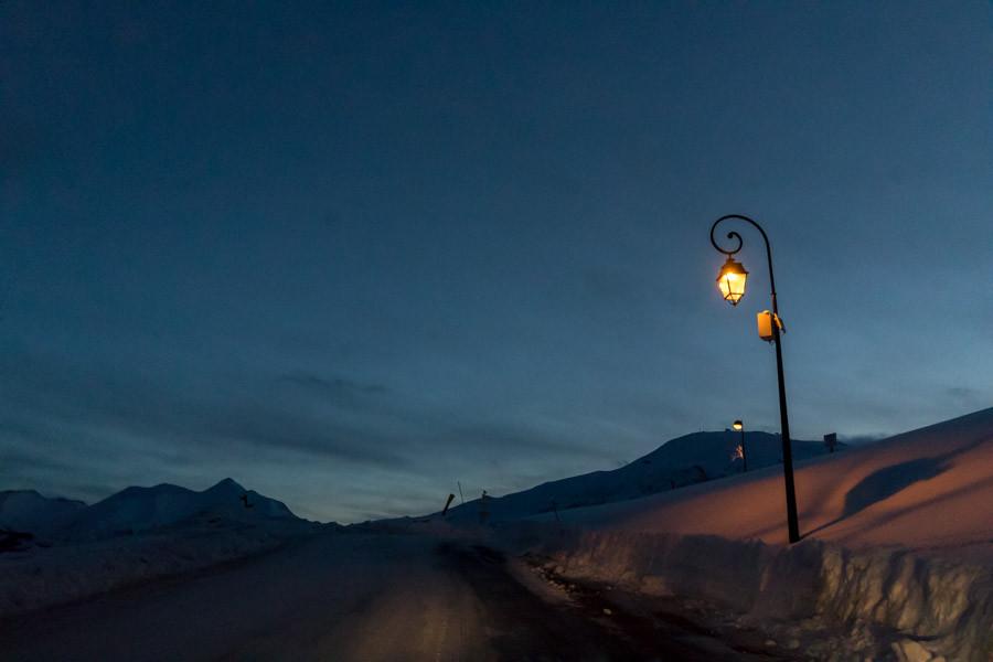 Route menant à la station La Toussuire, dans la vallée de l'Arvan, à 1700 mètres d'altitude.
