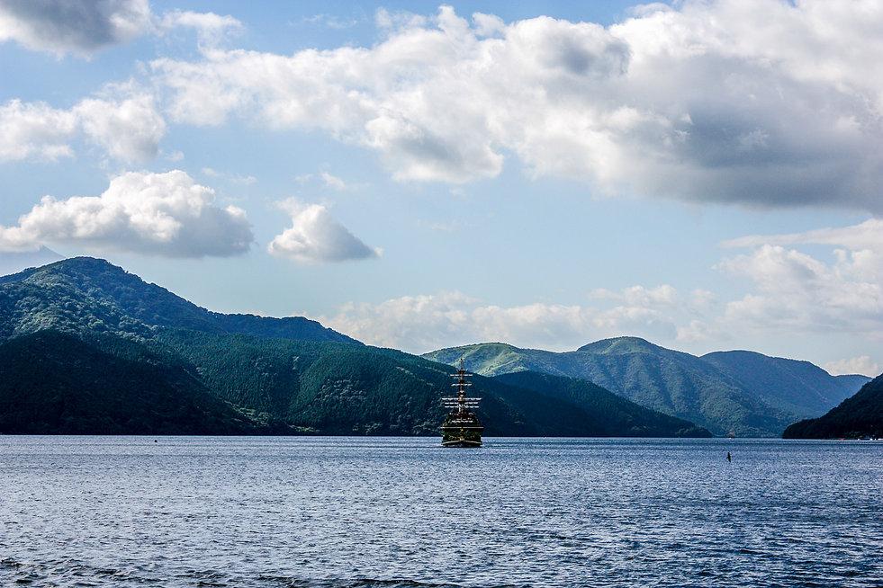 06. bateau sur le lac.jpg