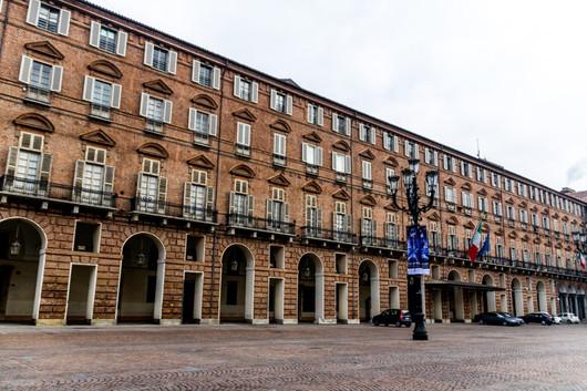 Bibliothèque royale, sur la piazza castello.