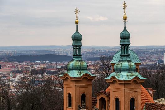 Prague - clocher et vue sur la ville.