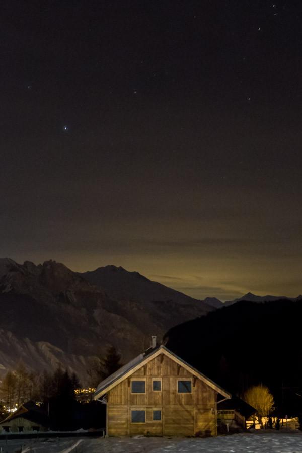 Situé à 15 minutes de Saint-Jean-de-Maurienne en remontant dans les montagnes, à 1300 mètres, les Bottières est un petit village de la commune de Saint-Pancrace.