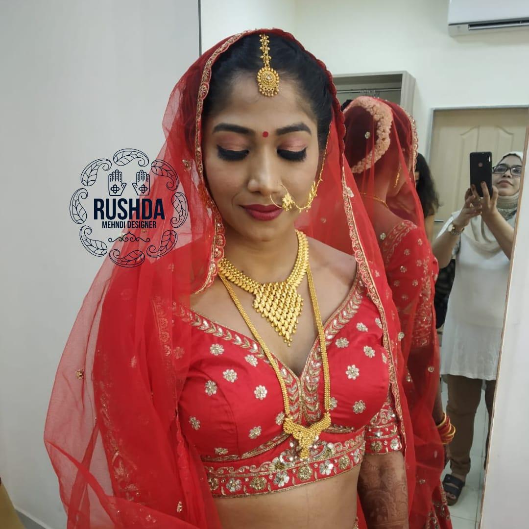bridal makeup artist, hairstylist in mum
