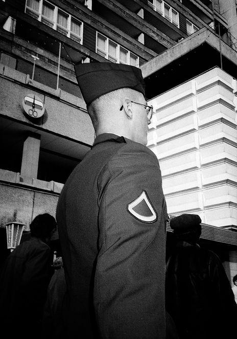 Punctum16 Soldat Ostberlin.jpg