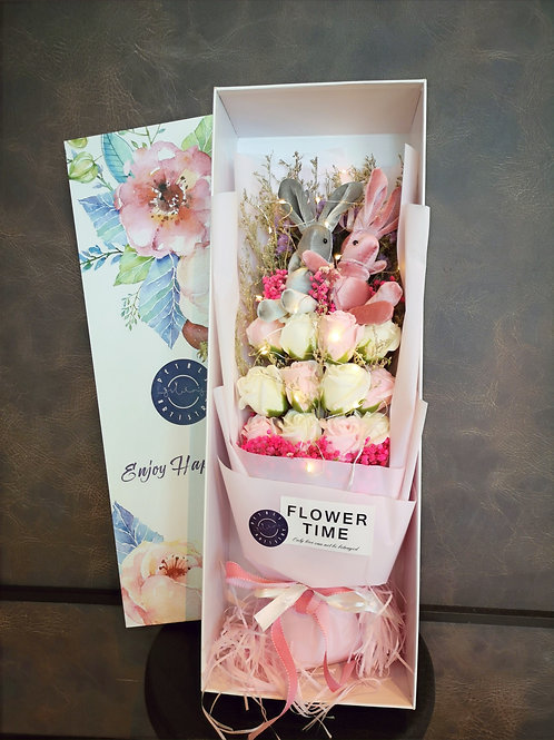 Pink & White Roses Gift Box