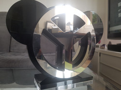 Sculpture Chrome Peace and love