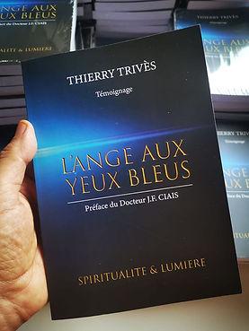 Livre L'ange aux yeux bleus de Thierry Trivès