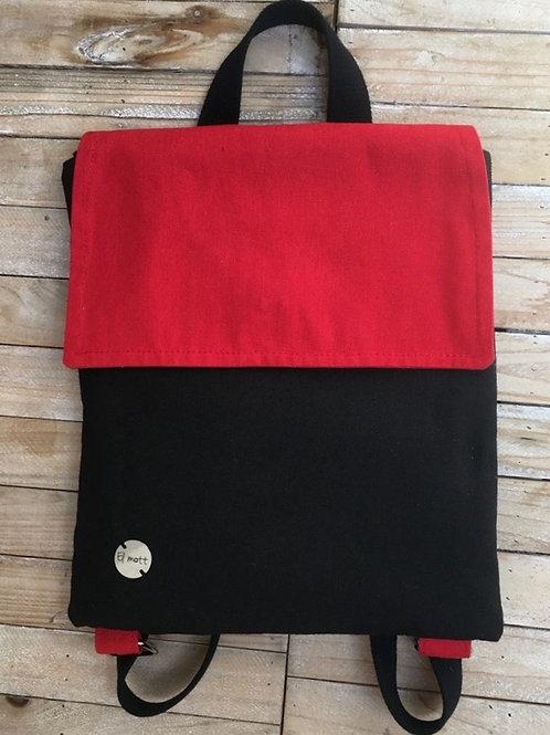 Mochila negra con tapa roja
