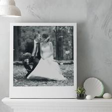 Черно-белый холст с белой рамкой