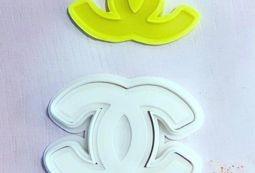 set taglierina- stampo logo Chanel