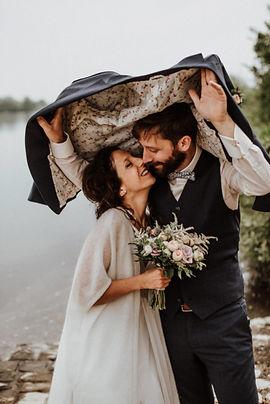 mariés sous la pluie.jpg