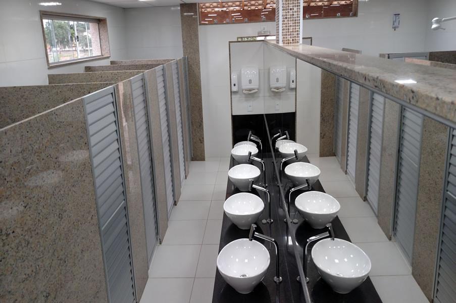 posto-rede-ferrari-braco-do-rio-banheiro