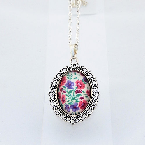 Sweetpea Mini Ornate Necklace