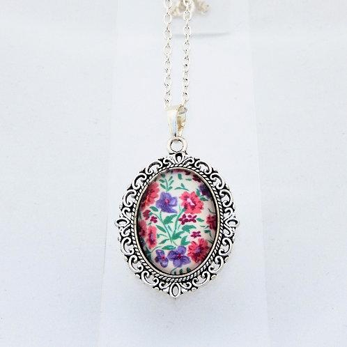 Sweetpea Mini Ornate Necklace