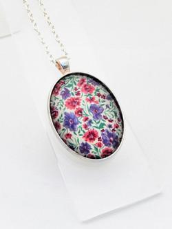 Sweetpea Delicate Pendant Necklace