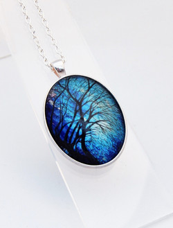 Midnight Willow Delicate Necklace