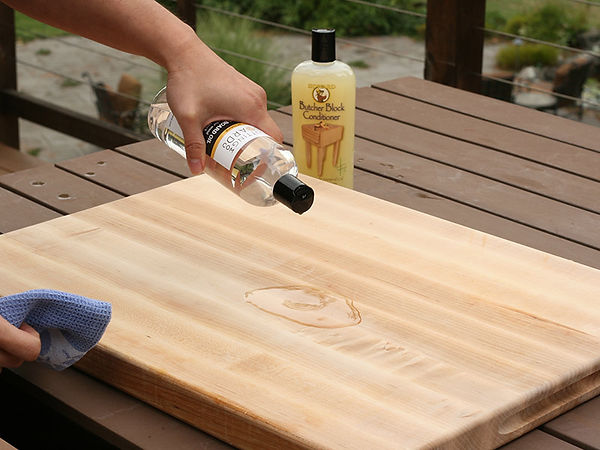pouring-oil-cutting-board.jpg