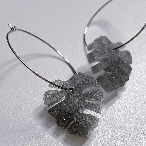 Boucles d'oreilles MONSTERA grises pailletées (nakimi.ch)