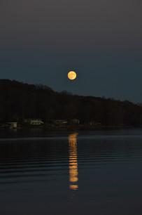 Moonrise Lake Lemon