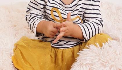 signe avec bébé Happee Kids
