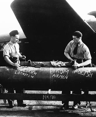 8 AUG - Bombing up, 300 Sqn, Summer 1943