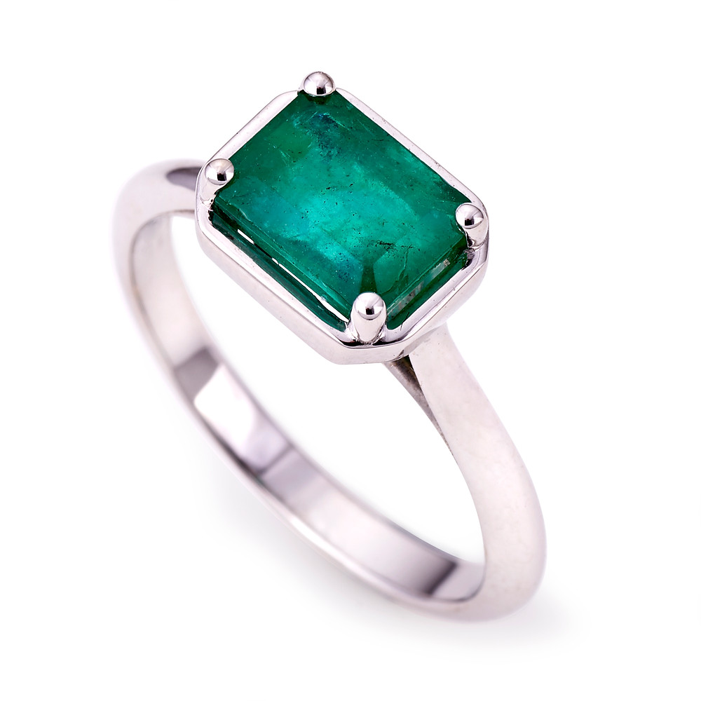 emerald ring white gold