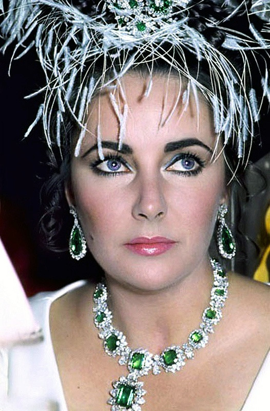 Elizabeth Taylor- Bulgari necklace- earrings