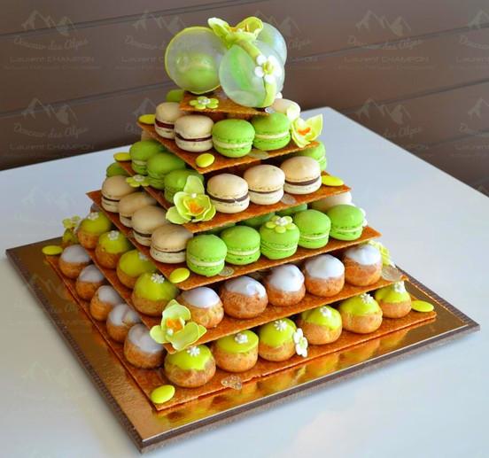 Pyramide choux et macarons