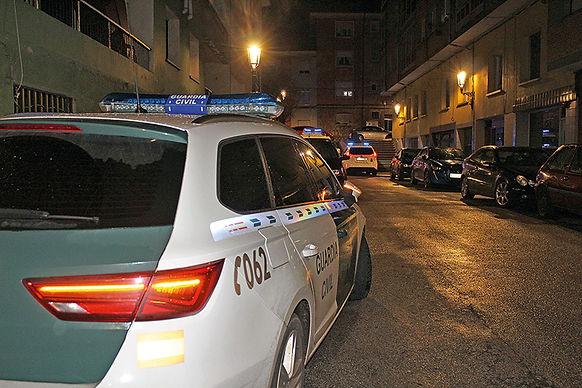 Coches policiales en una intervención de noche en octubre. (L. VENTURA)