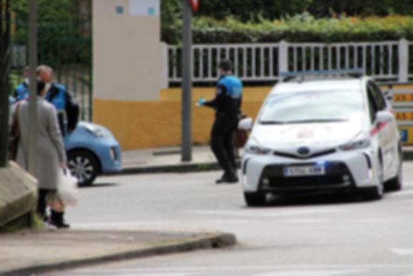 La plantilla de la Policía Local recuperó la relativa normalidad en abril, con varios agentes patrullando por las calles. (L. V.)